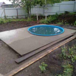 Монтирование пластикового бассейна